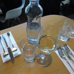 Co mají servírky a číšníci udělat než nechají hosty vybrat jídlo