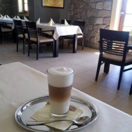 jak našlehat krémovou mléčnou pěnu na cappuccino a kávu latte macchiato